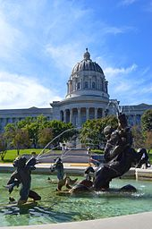 Missouri_State_Capitol_and_Fountain_of_the_Centaurs-20150920-157